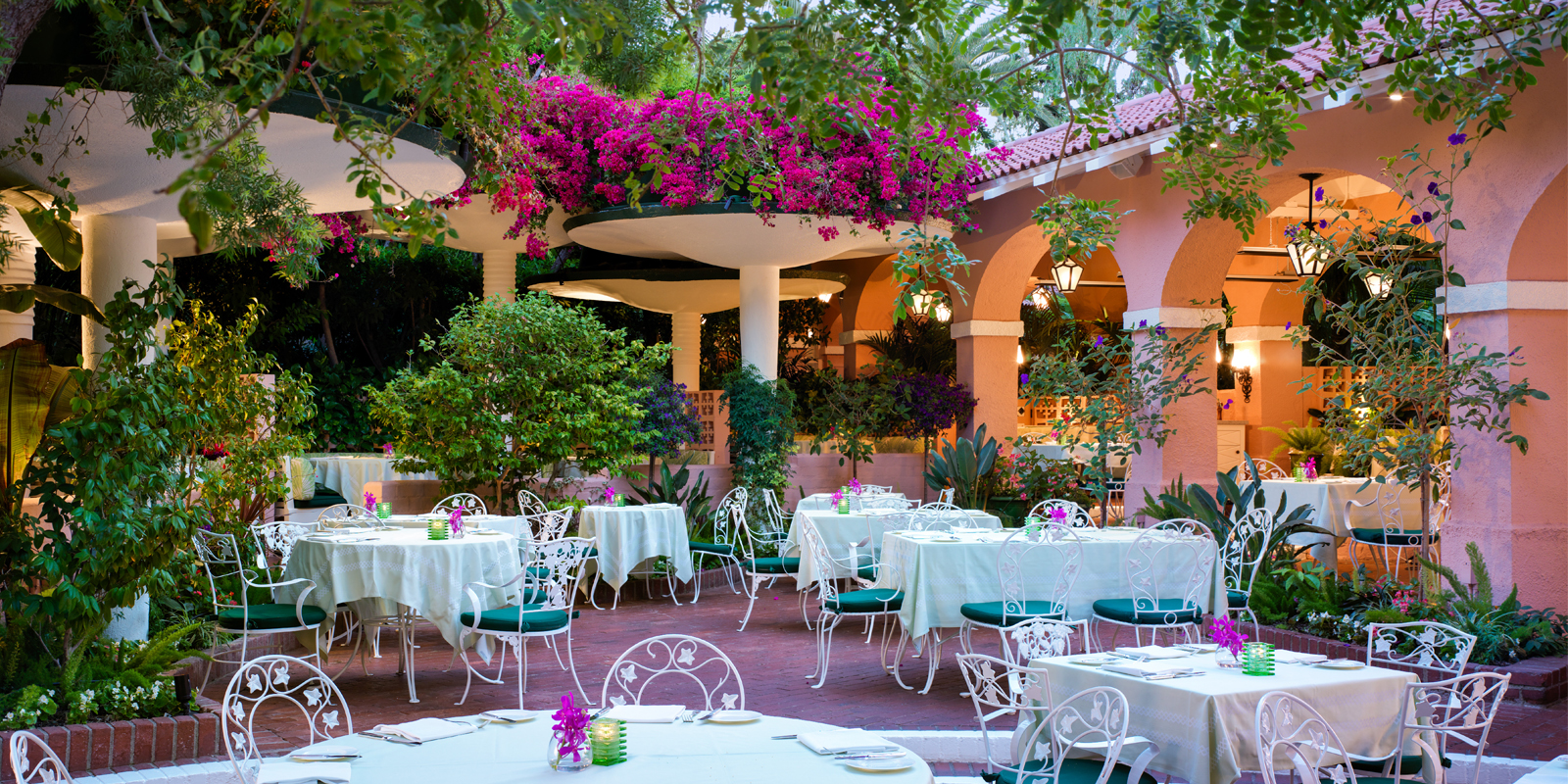 polo-lounge-patio-beverly-hills-hotel-dorchester-collection